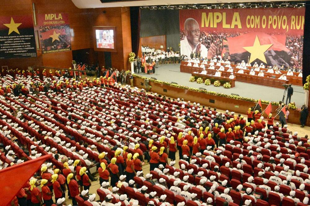 COMITÉ CENTRAL DO MPLA: DIRIGENTES CHUMBAM PROPOSTA DO LÍDER