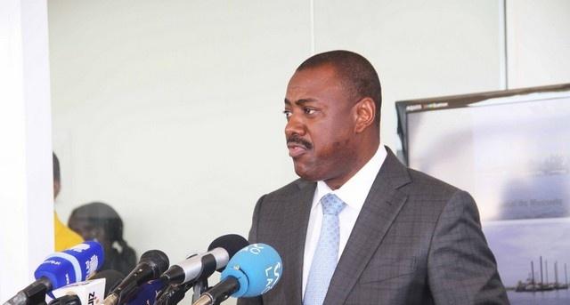 Ex-ministro angolano dos Transportes detido por corrupção