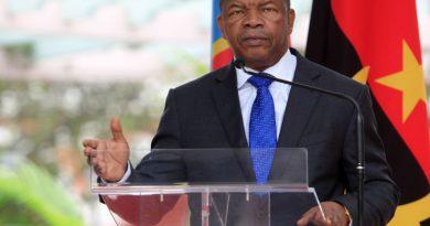 """Declarações sobre destituição de PR de Angola são """"muito graves"""" – porta-voz do MPLA"""