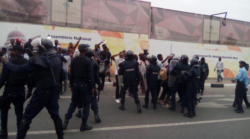Promotores da Manifestação detidos pelo SIC em Viana