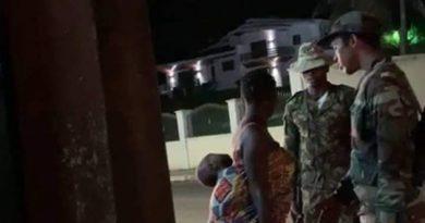 Tribunal de Cabinda condena militares a prisão por agredirem vendedora de rua no enclave