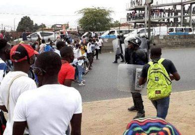Violência policial contra manifestantes faz um morto e vários feridos em Luanda