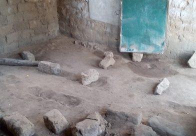 Alunos da povoação de Chukuma no município do Bocoio estudam em condições precárias