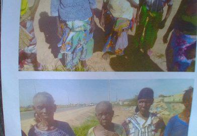 Camponesas idosas agredidas na presença de agentes da Polícia Nacional por invasores de terreno