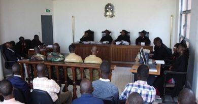 Greve dos oficiais de justiça exige melhores condições de trabalho nos tribunais