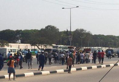 Comunidade Pana-Africana e MEA protestam no sábado contra corte do cabelo obrigatório nas escolas do país