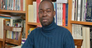"""Activista Domingos da Cruz diz que quem usa liberdades em Angola """"arrisca a vida"""""""