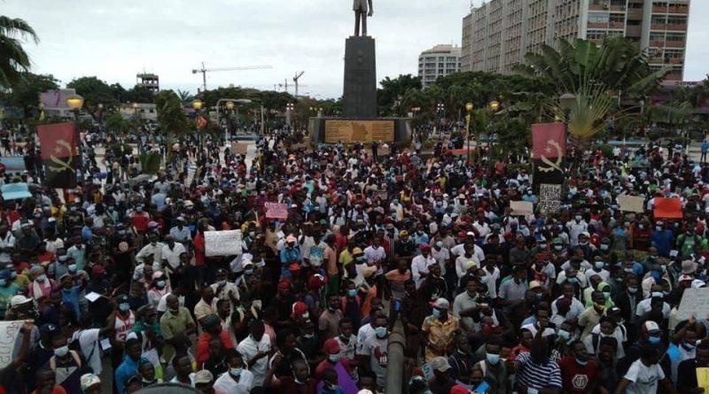 Manifestantes protestam contra destituição de ACJ da presidência da UNITA